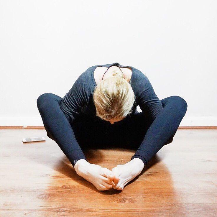 Kurmasana for the final day of #SummerShantiOm hosted by @seonia @elainapalmer @bohemian_heart @kellymarie_yoga sponsors @aloyoga @infinitystrap @yogisurprise #Yoga #igyoga #instayoga #instagood #love #blessed #yogaliverpool #yogaoverforty #healthy #fitness #yogafamily #instalife #yogalife #yogaforrunners #summeryoga #practiceandalliscoming #yogini #yogilife #yogastrong #namaste #me #happy #blessed #grateful