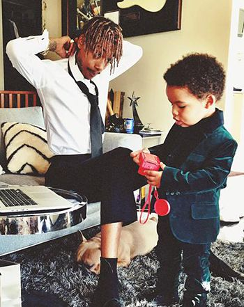Wiz Khalifa brought his cute 23-month-old son Sebastian as his date to the 2015 Grammy Awards on Sunday, Feb. 8 -- watch the sweet moment between the two now!