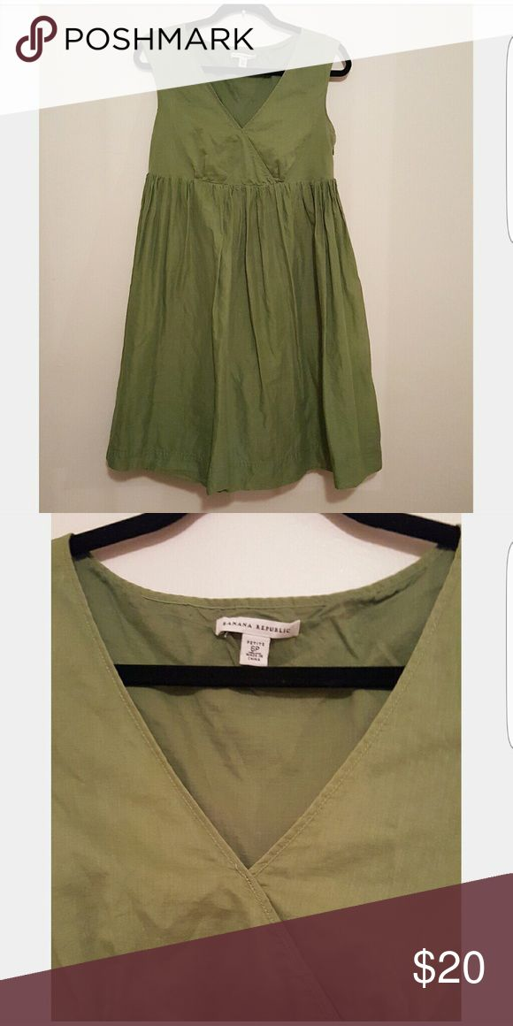 Adorable olive green Banana Republic dress 100% cotton olive green v-neck flare dress. Easy to wear , fun with flats and layered with a cardigan or scarf. Size 6 petite. Wood work great as a maternity dress as well Banana Republic Dresses