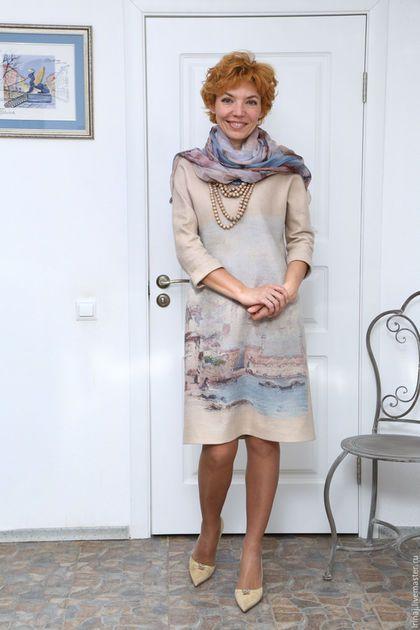Купить или заказать валяное платье 'Утро в Венеции' в интернет-магазине на Ярмарке Мастеров. Это особенное платье. Простое и элегантное. Сочинялось оно долго, подбирались материалы класса люкс. Использована смесь из шерсти мериноса 18 микрон с шелком тусса и волшебный шелк с принтом. Это платье можно надеть и в театр, и на работу. Рукав 'летучая мышь' делает его очень комфортным в носке. Сзади застежка 'капелька'.