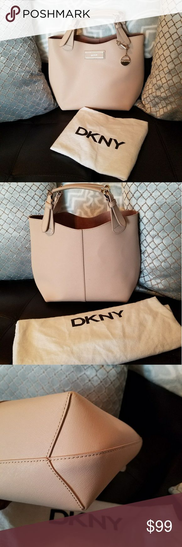 ⬇  MARKDOWN  ⬇ DKNY handbag In like-new condition / additional strap included / dustbag included / 🎀 all offers are welcomed  🎀 DKNY Bags