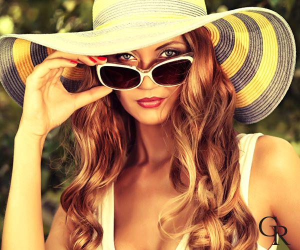 Cildini güneşin zararlı ışınlarından korumak için, güneş gözlüğü ve şapka kullanıp, açık renkli giysiler giymeye özen göstermelisin.