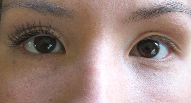 Look at the amazing difference of lash extensions... D curls