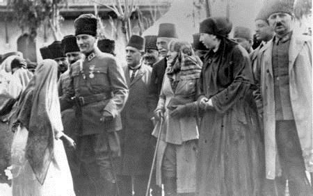 Atatürk ve Latife Hanım / 5 Foto Galeri Haberi için tıklayın! En ilginç ve güzel haber fotoğrafları Hürriyet'te!