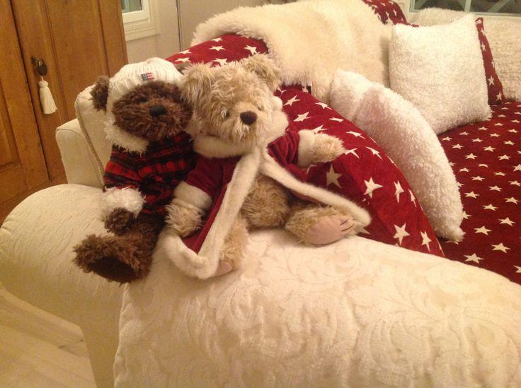 Joulutekstiilit-ja nallet ovat päässeet esille kauppiaan kotiin