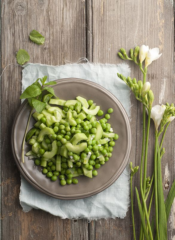 Peas & cucumber summer salad - Cookbook magazine www.studiom.gr