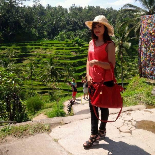 Harga : 550.000 / orang. 7 jam - Desa seni batubulan : desa seni ini merupakan desa dengan segudang kesenian dan kerajinan tangannya yang salah satunya dari keseniannya adalah tari barongnya. dan beberapa kerajinan tangannya berupa batik,painting,perak,dan...