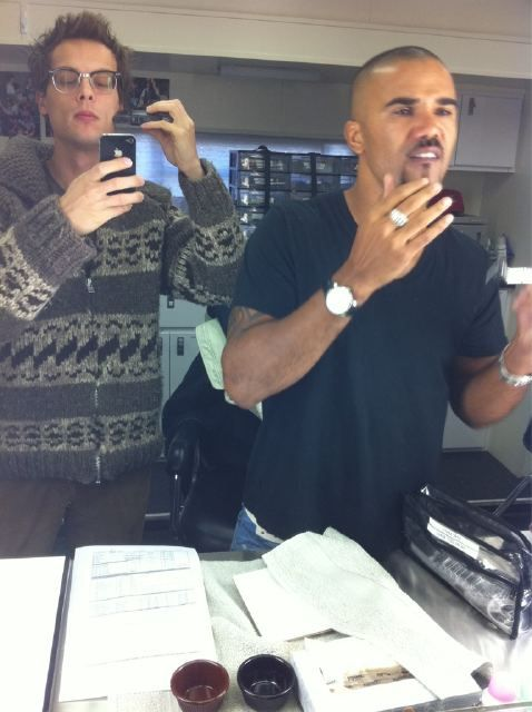 So this is what maile actors do behing the sciense - Criminal Minds