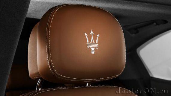 Концепт седана Maserati Ghibli S Q4 Zegna / Мазерати Гибли S Q4 Зейна – подголовники с вышитым логотипом Мазерати