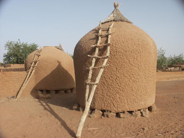 Africa | Grain storage.  Near Tahoua. Niger | © Peter Strong