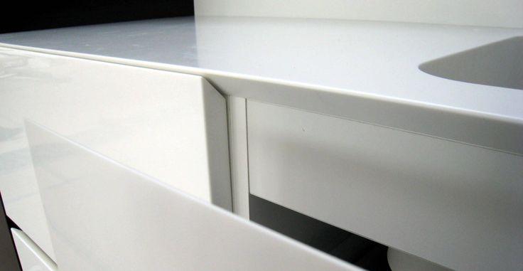 Ledende leverandør av Corian benkeplater til kjøkken. Vi lager Corian kjøkkenplater etter dine mål og ønsker.