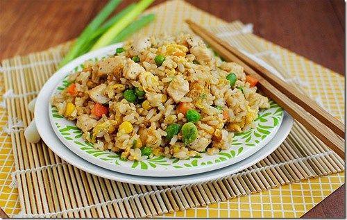 Çin pilavı nasıl yapılır - Çin usulü tavuklu kızarmış pilav tarifi için gereken malzemeler ve yapılışı detaylı anlatım.