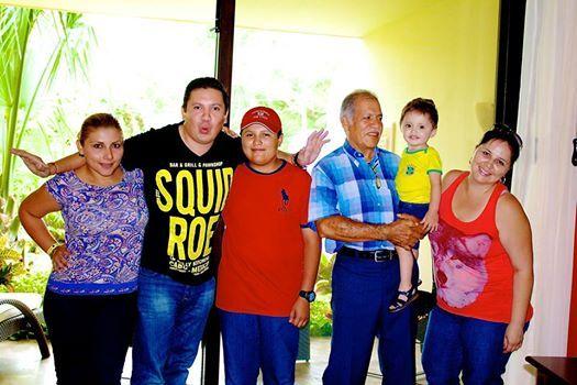 """Представляем вам семью Корона, которые выиграли """"Необычные каникулы"""" в Гранд Велас Ривьера-Майя и парке Шкарет."""
