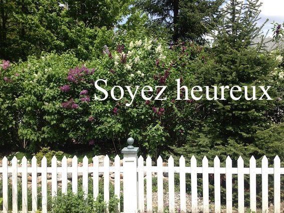 Soyez heureux  Trouvez encore plus de citations et de dictons sur: http://www.atmosphere-citation.com/populaires/soyez-heureux.html?