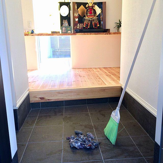 玄関 入り口 玄関掃除 五月人形 新聞紙活用 プラ箒 などのインテリア実例 2018 03 12 05 24 24 Roomclip ルームクリップ 玄関 掃除 床掃除 掃除