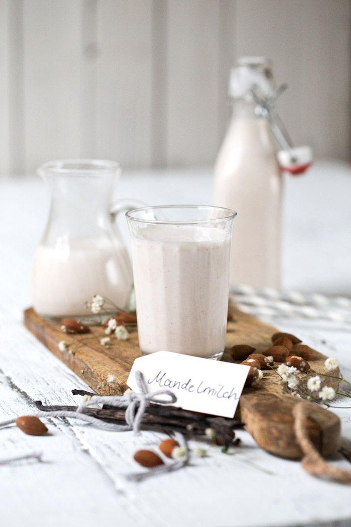 Ein absolutes Muss in meinem Kühlschrank: Mandelmilch. Ohne Mandelmilch ist blöd. Dann habe ich nichts für einen Matcha Latte, nichts für einen Bananen-Smoothie und nichts für Pancakes. Nein,…