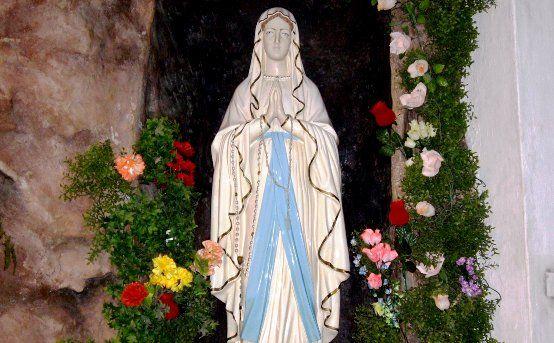 La Historia más Completa de Nuestra Señora de Lourdes, Francia (11 de febrero) - El mayor lugar de curaciones en el mundo...