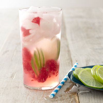 Raspberry Gin Rickey - great for a Memorial Day cookout!