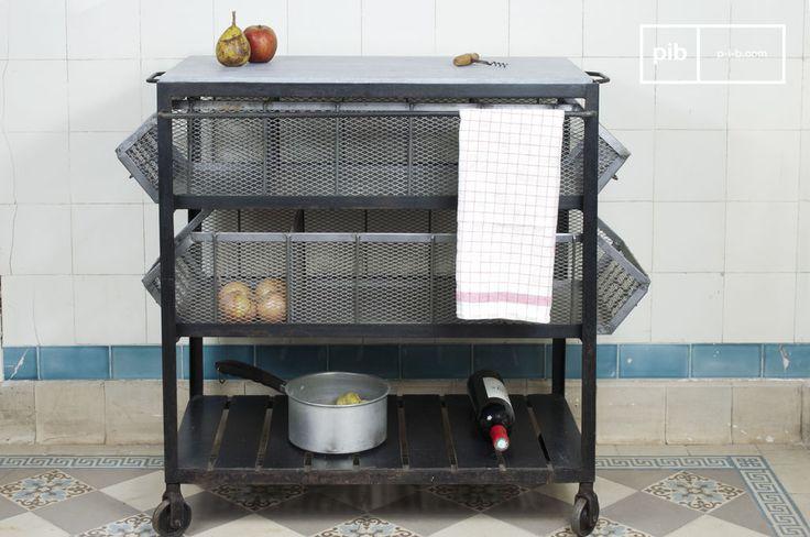 Pratico e con fascino da vendere, questo carrello consente di riporre il cibo in due comodi canestri a tre scompartimenti. La sua parte superiore è in pietra blu.