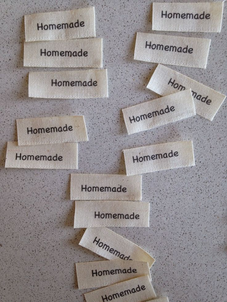 DIY: Etichette in tessuto dal blog http://lagallinarosita.blogspot.it/2014/11/diy-etichette-in-tessuto.html?showComment=1415180296579#c5740880540985392559