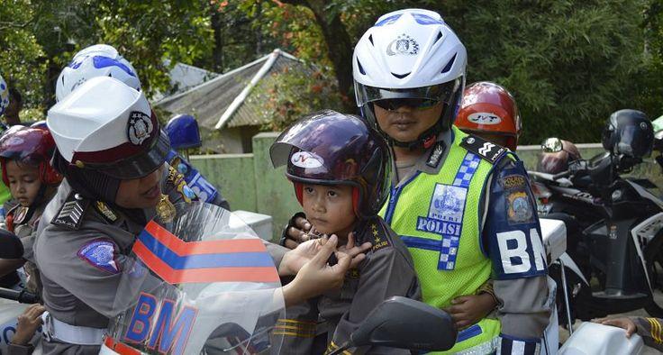 Polri Merespon Balik Ibu-ibu yang Suka Nakutin Anaknya Bakal Ditangkep Polisi Kalo Gak Mau Mandi