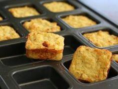 Sajtos karfiolpogácsa lett a diétázók őszi kedvence! Alacsony szénhidráttartalmú, diétás finomság, amit akár köretként is tálalhatsz. Ha vigyázol az alakodra, érdemes kiváltanod vele a hizlaló krumplipürét.