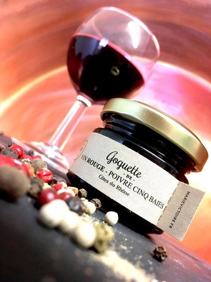 Le mélange poivre cinq baies apporte force et caractère au Côtes du Rhône. A la fois fruitée et épicée cette gelée saura vous surprendre par sa complexité. L'été approche, surprenez vos invités en badigeonnant vos grillades.