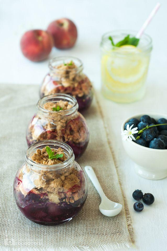 Picnic peach & blueberry crumble jars! #recipe