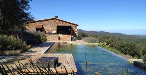 Il recupero di una vecchia casa colonica catalana: Villa CP a Girona