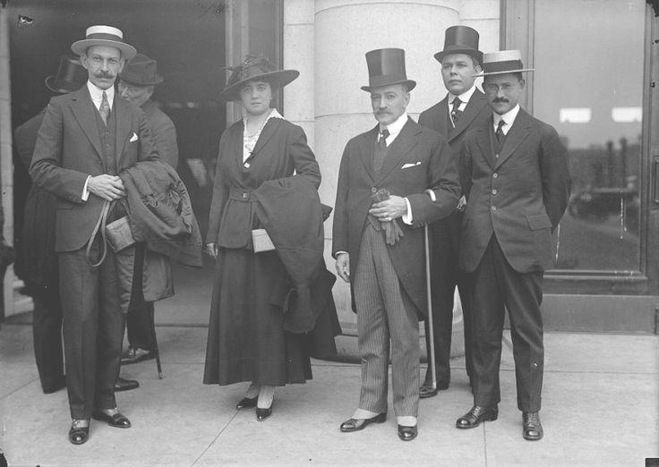 General José Francisco Martí y Zayas Bazán, su esposa y Carlos Manuel de Cespedes en 1917