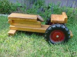 Como fazer tratores de brinquedo de madeira