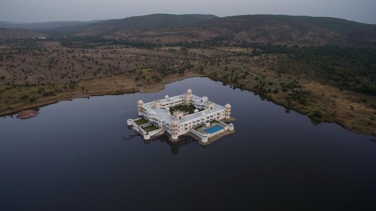 Get the most Royal Hotel for your wedding in Udaipur and our wedding planners will give you the most unique ideas for wedding. #wedding #udaipur #destinationwedding