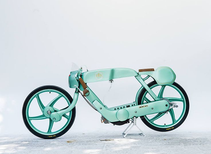 this little green bike\'s low and slender body adds stability at high-speeds, while a natural cork saddle, and a tiny handcrafted tank keep weight to a minimum.