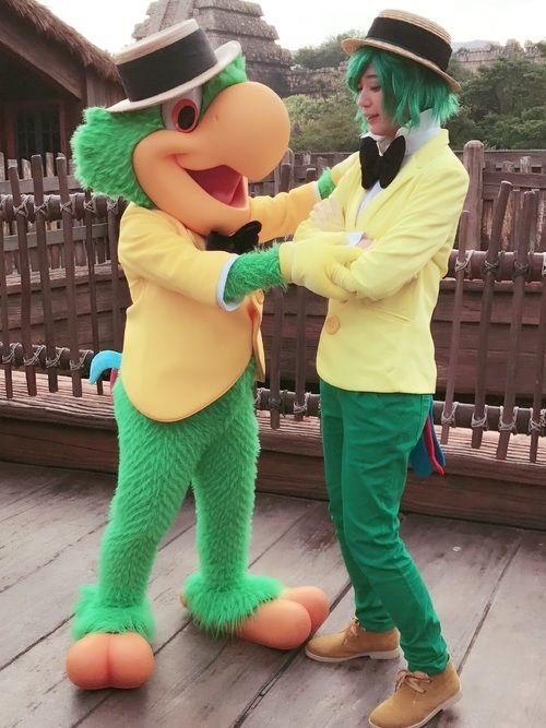 ディズニーハロウィン仮装、ずっとやりたかったホセ・キャリオカ! ポーズを指南してくれております。笑