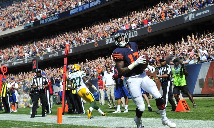 CHICAGO, IL- SEPTEMBER 28: Alshon Jeffery #17 of the Chicago Bears scores a touchdown during the second quarter of their game against the Green Bay Packers on September 28, 2014 at Soldier Field in Chicago, Illinois.  (Photo by David Banks/Getty Images)