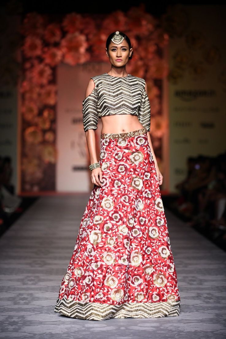 Asombroso Vestido De Novia Para La Boda En La India Imágenes ...