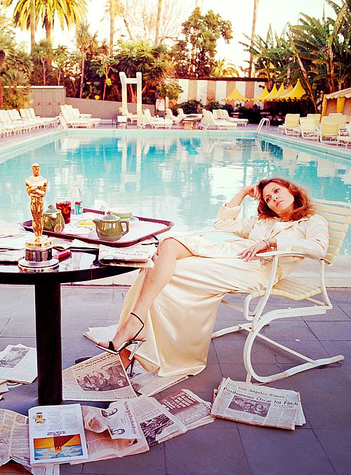 Faye Dunaway on March 29th 1977, the morning after her Oscar win for 'Network'. One of the most iconic Oscar winner photos of all time!
