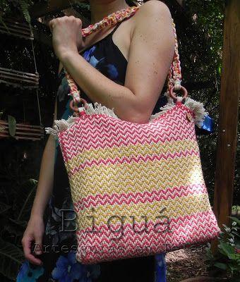 Un clásico para todos los días:  El bolso #tejido es una buena opción para combinar con diferentes looks.