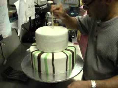 How To Make A Two Tier Cake With Dowels