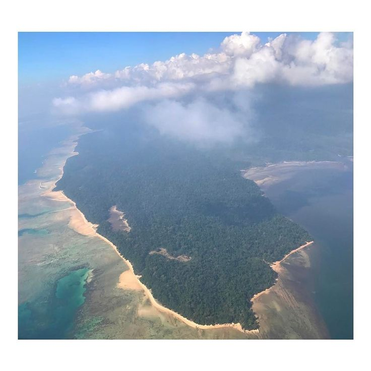 Bye Andaman Islands the island adventure was pure your nature white beaches and crystal clear waters mesmerizing your people so kind and colorful. This photo captured paradise from the sky thanks @jetairways for the amazing chance to discover this unknown paradise in the Indian Ocean  #iflyjetairways #incredibleindia #exploreindia #andamanislands #incredibleandaman