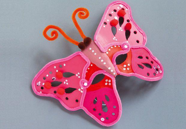 Un masque papillon Fabriquez ce masque de papillon très facilement, grâce à un peu de peinture et de colle. Un déguisement original pour les enfants qui pourront aussi participer à sa confection. Découvrez d'autres idées pour occuper les enfants dans notre diaporama dédié.