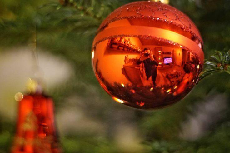 Christmas selfie #christmas #selfie #decoration #tree #oldlens #canonfd50mm #sonyalpha #sonyalpha5000