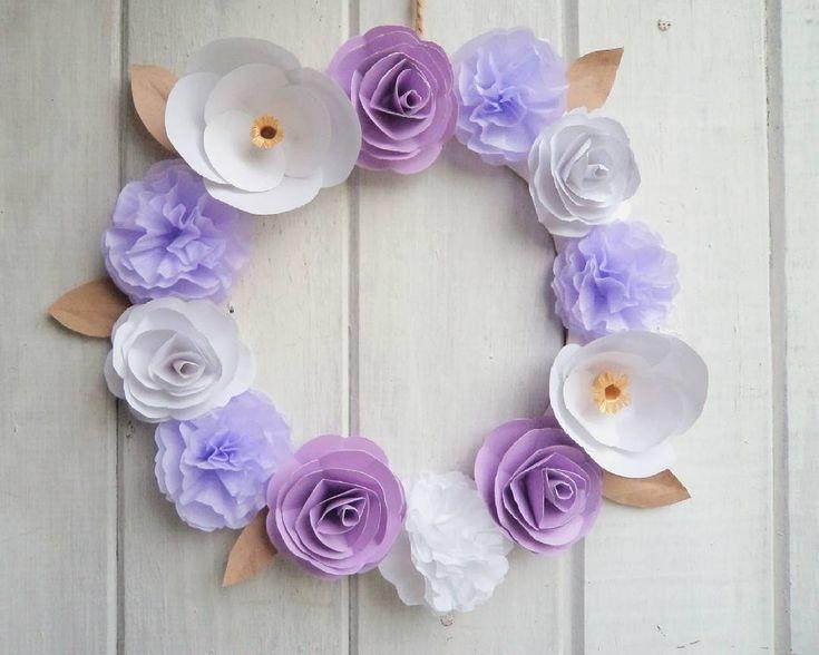 🌱Aloha!!🌱 Hace unas semanas para decorar una letra de un pedido hice varias flores en tonos lilas, violetas y blancas, como algunas me sobraron me arme con ellas esta corona 😊  De paso entro a jugar con #colorsoloparami que este mes es de temática #violeta 💃 . . . #colorsoloparamivioleta  #coronadeflores #deco #handmade #peluzadeco