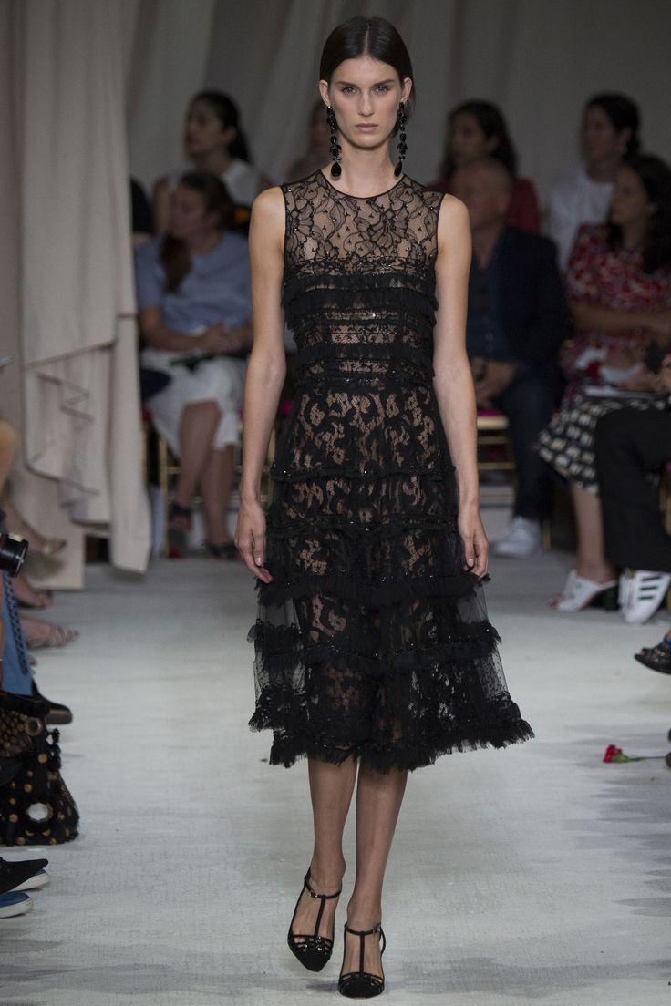 Cocktail attire, sheer und lace: Oscar de la Renta Spring 2016 Ready-to-Wear Collection Photos - Vogue