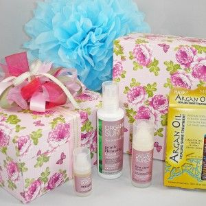 Skincare gifts from Funky Gift Boxes Ltd.  Couriered throughout New Zealand.  $62 Gift Box includes Eye Serum, Mask, Cleanser, & Argan Oil treatments for hair.  #Mothers-day-gifts