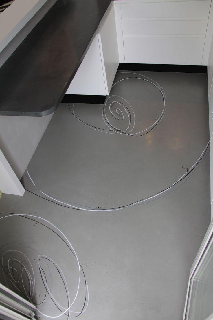 pavimento in resina epossidica decorata a mano