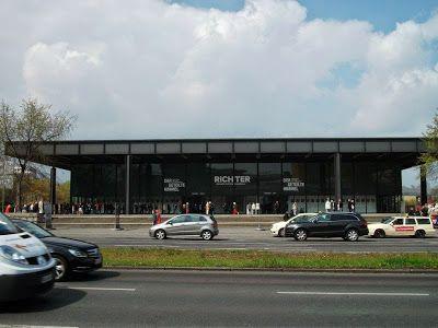 #NeueNationalgalerie #Berlino Edificio progettato da Mies van der Rohe e inaugurato nel 1968, è costruito interamente in acciaio e vetro. La collezione comprende opere dal tardo Ottocento al Novecento.  Il museo ospita, fra l'altro, opere di Pablo Picasso, Paul Klee, Giorgio De Chirico, Salvador Dalí, Otto Dix, solo per citarne alcuni.