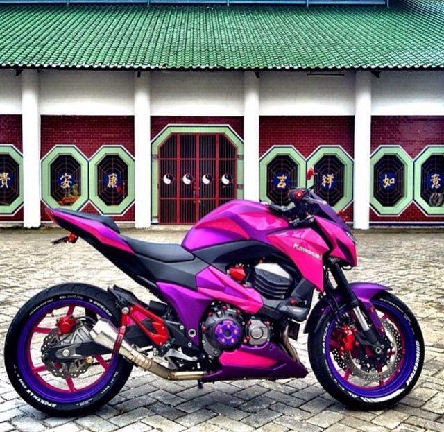 Also ich finde pink an einem Motorrad eigentlich nicht schön.... Aber das sieht schon richtig cool aus