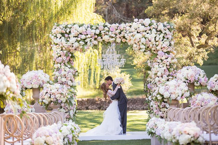 Our theory is that Napa Valley weddings are always stop-in-your-tracks impressive. Proof? This fairytale destination wedding at Meadowood Napa Valley.