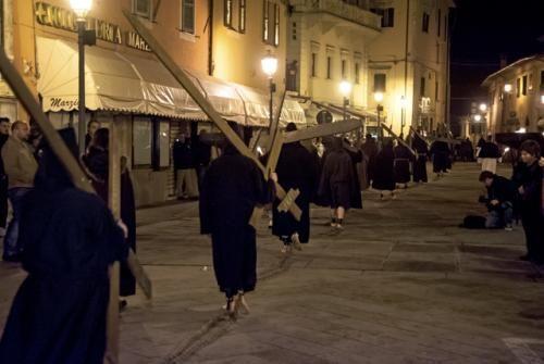 Cascia, Processione del Cristo morto il 18 aprile dalle ore 21.30